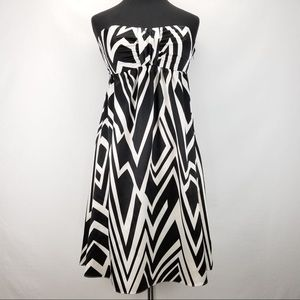 The limited strapless geometric dress size 2